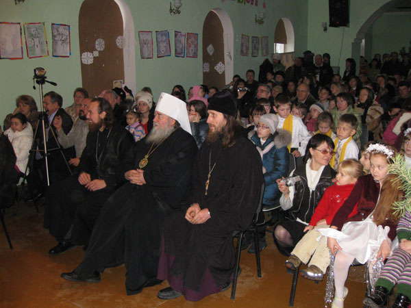 Митрополит Днепропетровский и Павлоградский Ириней на детской ёлке в Одинковке
