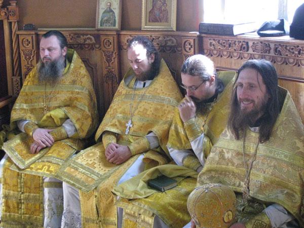Отец Алексий и сослужащая братия