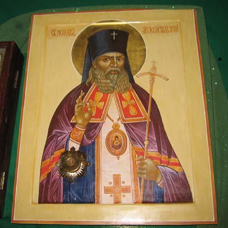 Образ с мощами святителя Луки в нашем храме