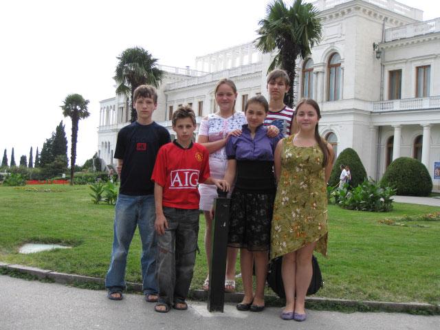 Наша команда на экскурсии в Левадийский дворец